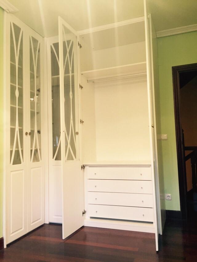Trabajos de muebles zure tienda muebles en durango - Armarios puertas batientes ...
