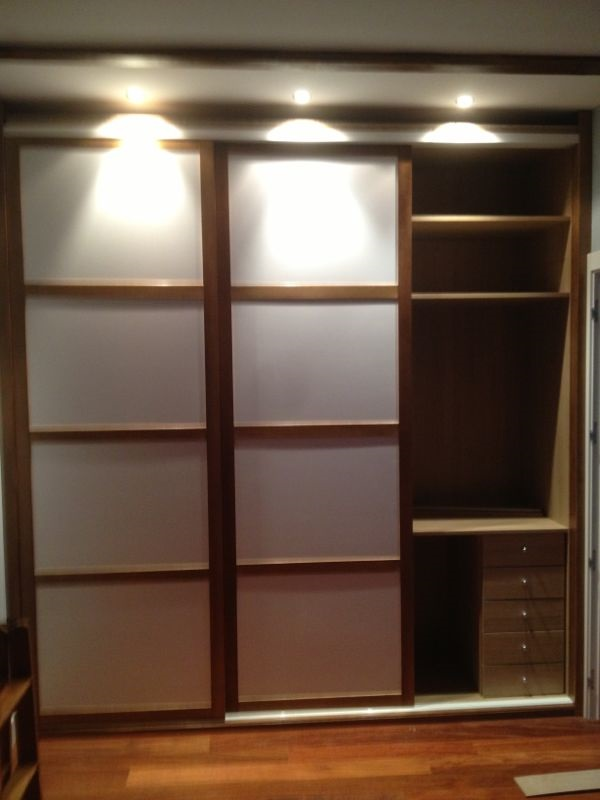 Trabajos de muebles zure tienda muebles en durango - Puertas correderas de armarios ...